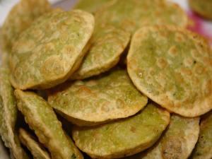 201505281040200840_Koraishutir-kochuri-Peas-Stuffed-Fried-Bread_SECVPF